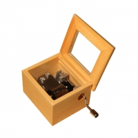Handcrank musicbox with glass lid